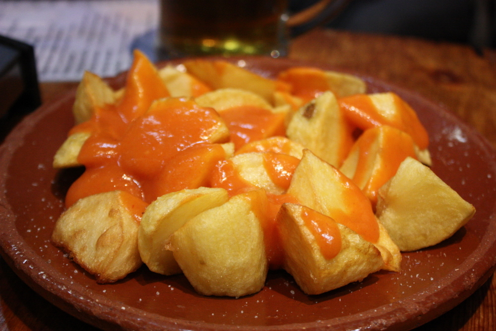 Google dice que esto son patatas bravas, pero igual no, que no lo tengo muy claro
