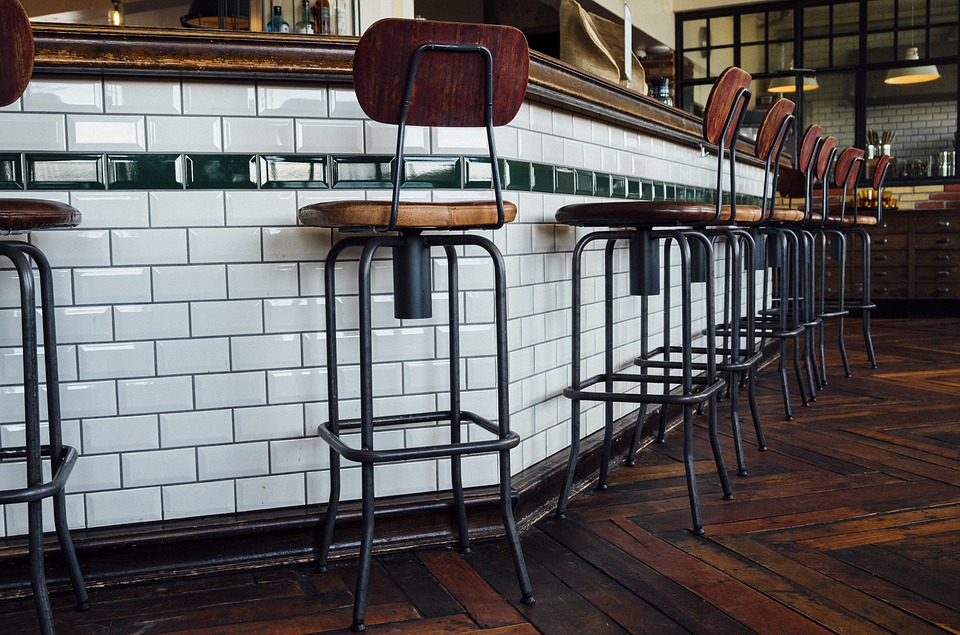 bar clasico taburetes