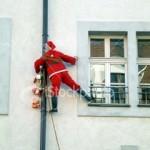 La invasión de los Papá Noel escaladores
