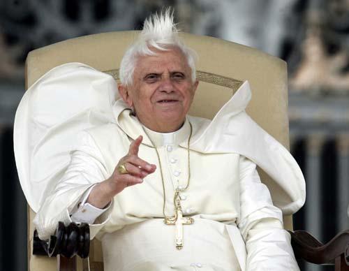 Algo pasa con Benedicty el papa