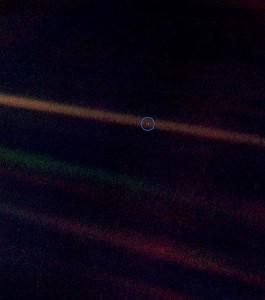 La Voyager 1 nos enseñó lo que somos. Un punto azul pálido en medio de la nada.