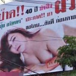 Virgen de 40 años pone un anuncio en un cartel gigante para que la descorchen