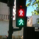 Cómo somos al cruzar un semáforo