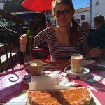 Dos amigas inglesas quedan en Málaga porque es más barato que coger un tren