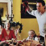 Cómo cambiar de tema cuando te saquen la política en las comidas navideñas